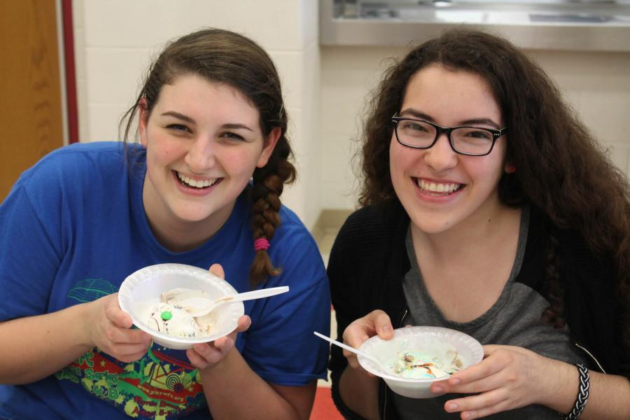 Renaissance Club Holds Its Ice Cream Social